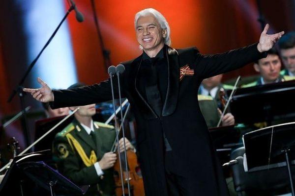 В течение двух лет певец боролся с онкологией