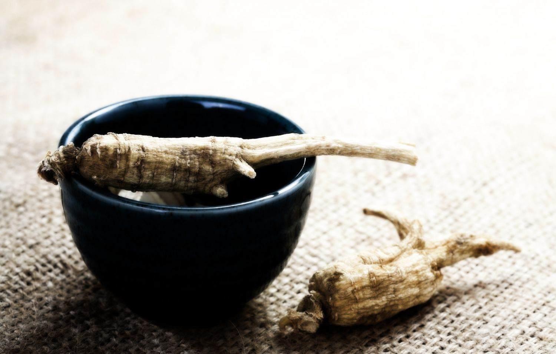 Напиток из корня женьшеня - отличное лекарство для омоложения организма