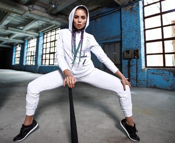 Представила свою первую коллекцию спортивной одежды с логотипом NK