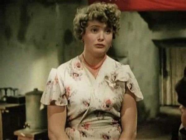 После переезда в Москву актриса стала играть в МХАТ