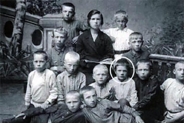 Михаил Пуговкин в школьные годы