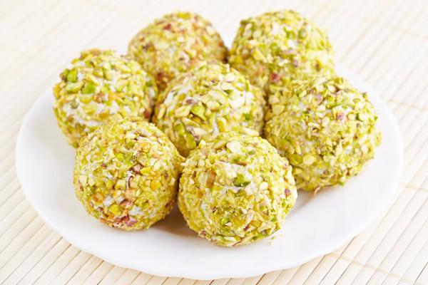 Сырные шарики с орехами