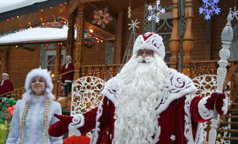 Новогодние мероприятия на Дворцовой площади: всероссийский Дед Мороз - традиционный гость