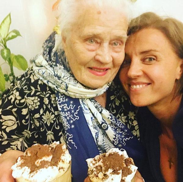 Ксения Алферова со своей бабушкой
