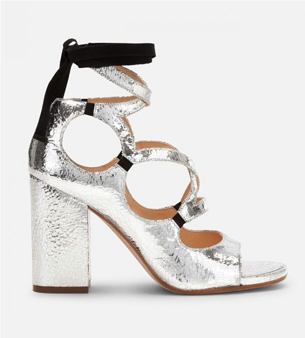 Экстравагантная обувь серебристого цвета