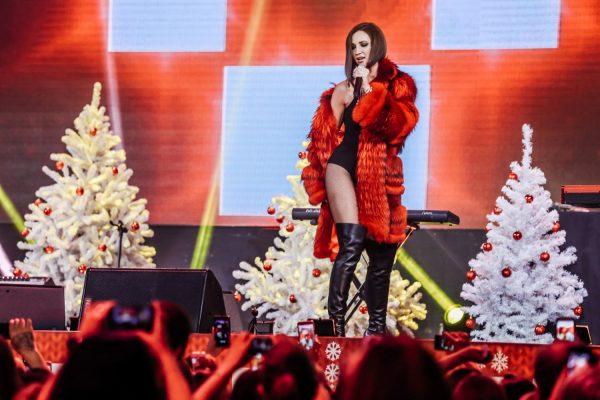 Ольга Бузова на сцене