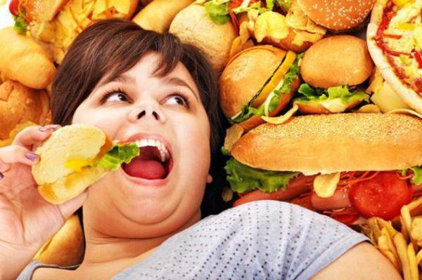 Во время диеты следует отказаться от вредной пищи