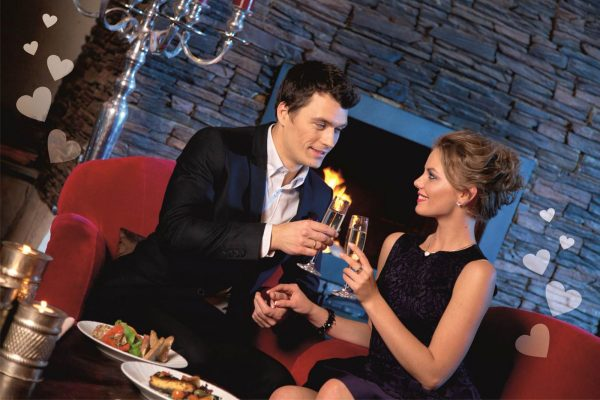 Организуйте для своей любимой романтический ужин