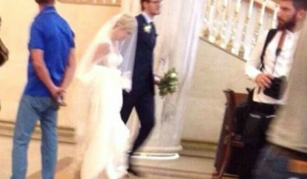 Свадебное фото известного хоккеиста и его супруги