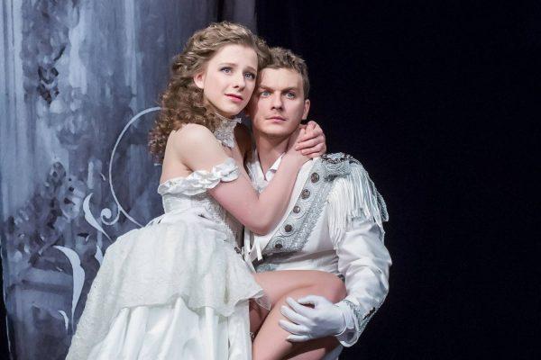 """Лиза Арзамасова и Филипп Бледный в постановке """"Ромео и Джульетта"""""""