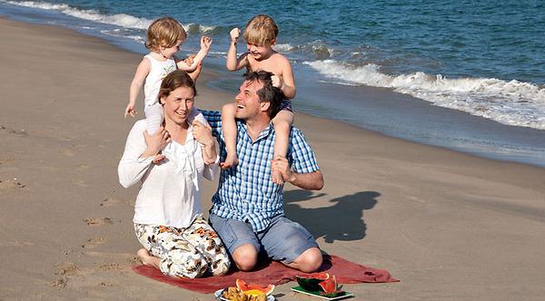 Актер на отдыхе с семьей