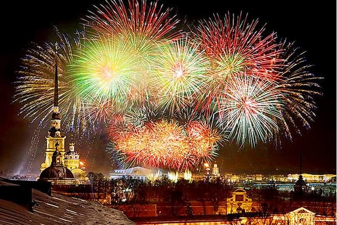 Новогодние мероприятия на Дворцовой площади: праздничный салют запланирован на три часа утра 1 января