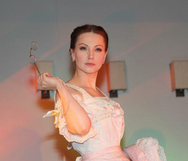 Свою карьеру Ольга начала с театральной сцены