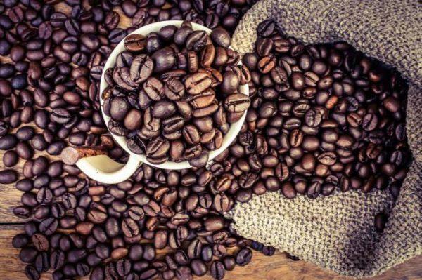 Пожуйте зерна кофе, чтобы избавится от похмелья