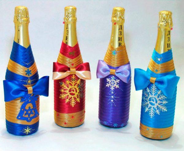 Украшение бутылки разноцветными лентами