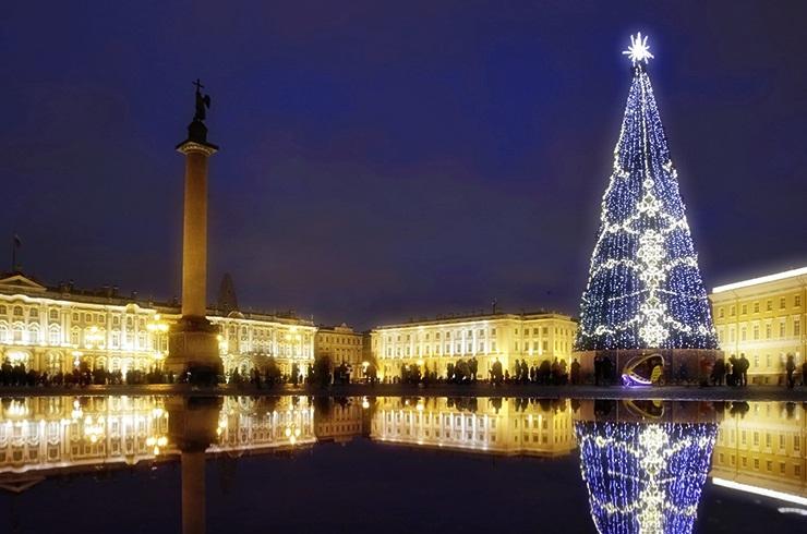 Какие же новогодние мероприятия на Дворцовой площади без елки?