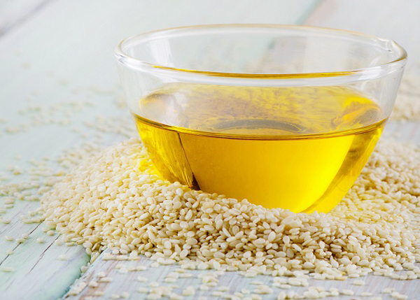 В кунжутном масле содержится большое количество жирных кислот