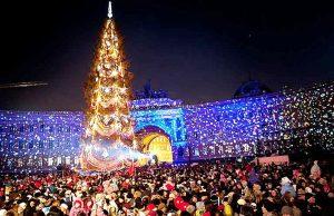 Новый год на Дворцовой площади встречают тысячи людей