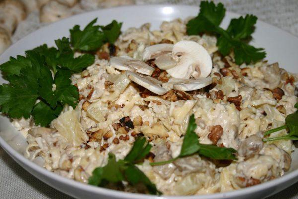Салат с курицей и креветками