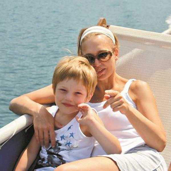 Актриса с младшим сыном Романом