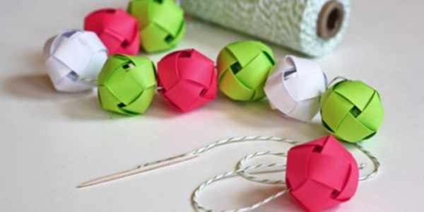 как сделать новогоднее украшение своими руками из бумаги