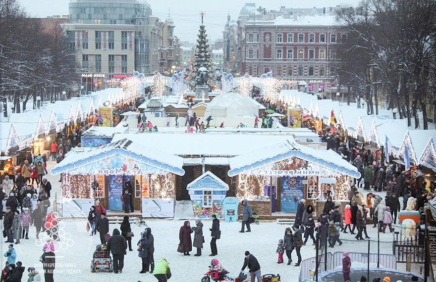 Рождественская ярмарка открывает предновогоднюю неделю в Санкт-Петербурге