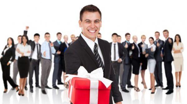 Подарки клиентам можно вручить от самого коллектива