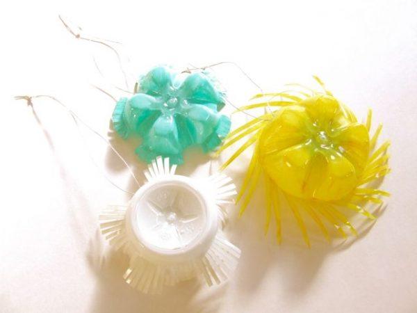 Игрушки на елку из пластика