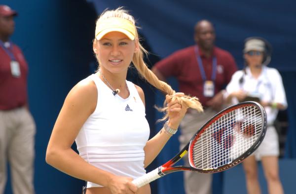 Анна Курникова на теннисном корте