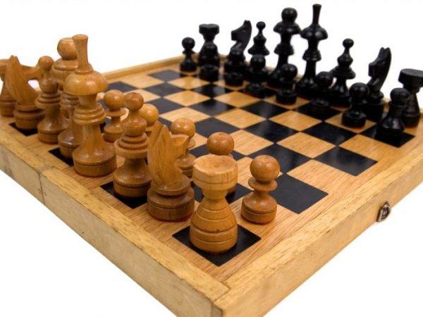 Набор шахмат станет прекрасным подарком для дедушки