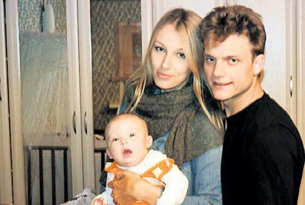 Евгений Ткачук и Марта Сорокина с дочерью Евой