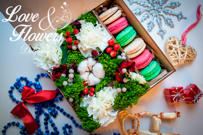 Коробка ос сладостями