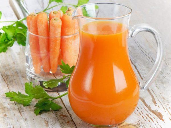 Морковный сок можно приготовить в домашних условиях
