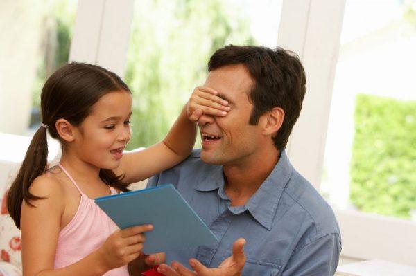 Что подарить папе от маленькой дочки