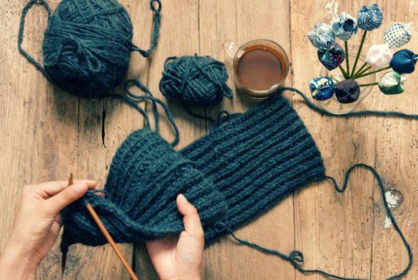 Сделайте приятное своей бабушке и свяжите ей красивый шарф
