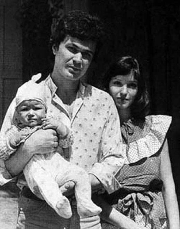 С первым мужем Александром Самохиным и дочерью