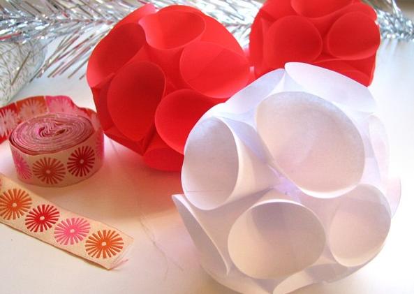 Елочная игрушка из бумажных конусов