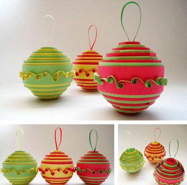 Оригинальный рулонный шарик на елку