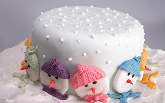Торт с декором из мастики
