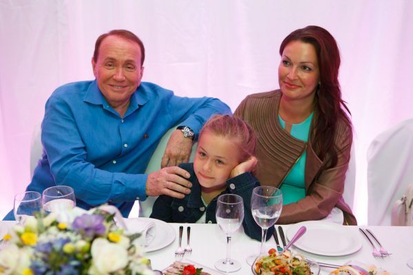 Таисия с мамой и дедушкой
