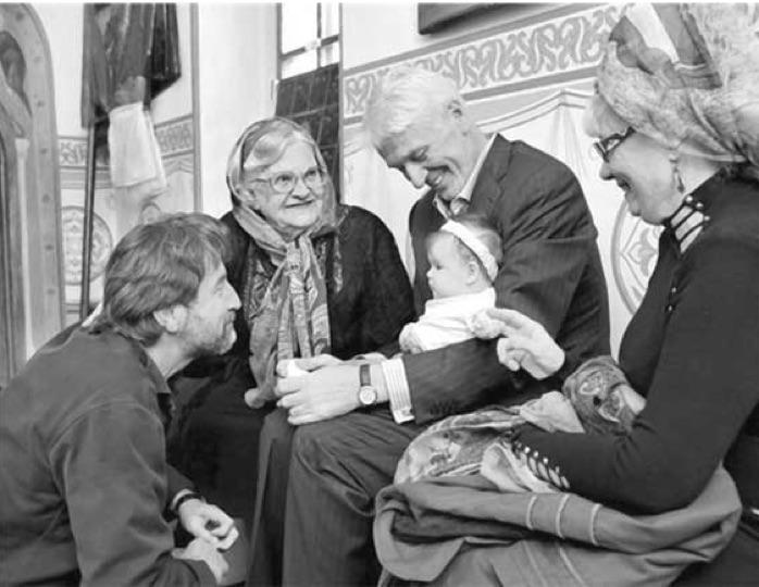 Александра Абдулова со своими внуками