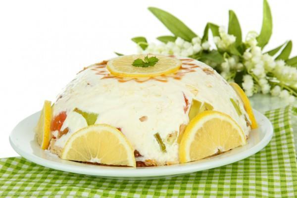 Торт из печенья с фруктами