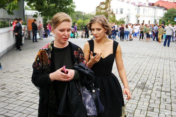 Лиза Арзамасова со своей мамой