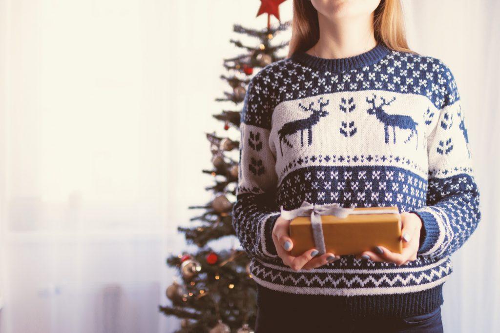 Что подарить родителям на Новый год: лучший подарок - это тепло и внимание