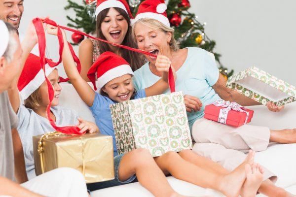 Новогодние подарки нужно красиво упаковать