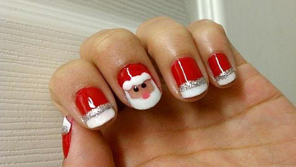 Дед Мороз - популярный персонаж, чтобы сделать маникюр на коротких ногтях