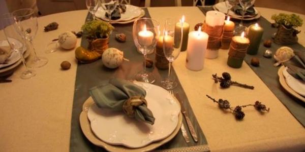 Сервировка стола в коричневых и бежевых оттенках