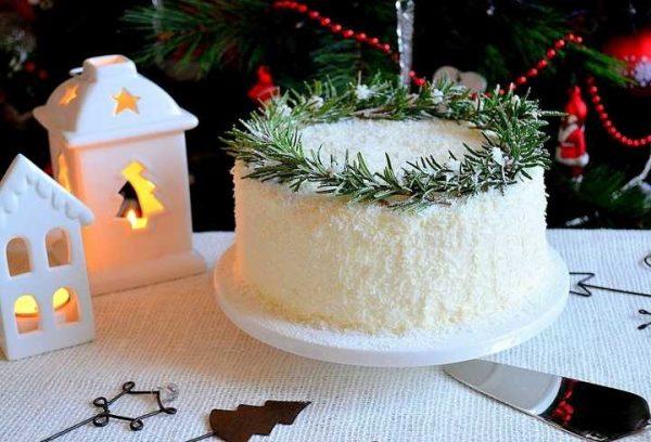 Новогодний торт в виде сугроба