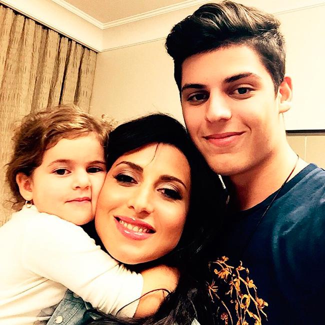 Жасмин с детьми