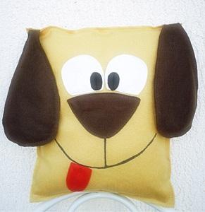 Что подарить родителям на Новый год: подушка-собачка